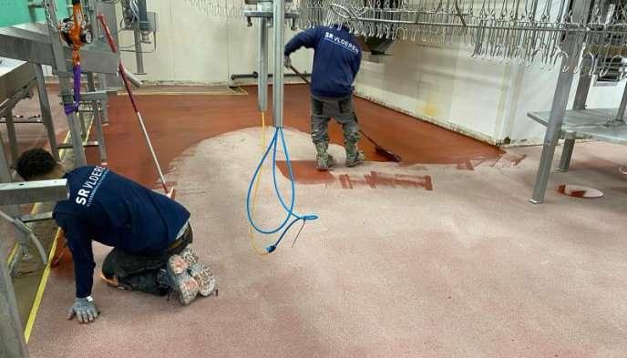 Vloerrenovatie: aanleg rode ucrete vloer
