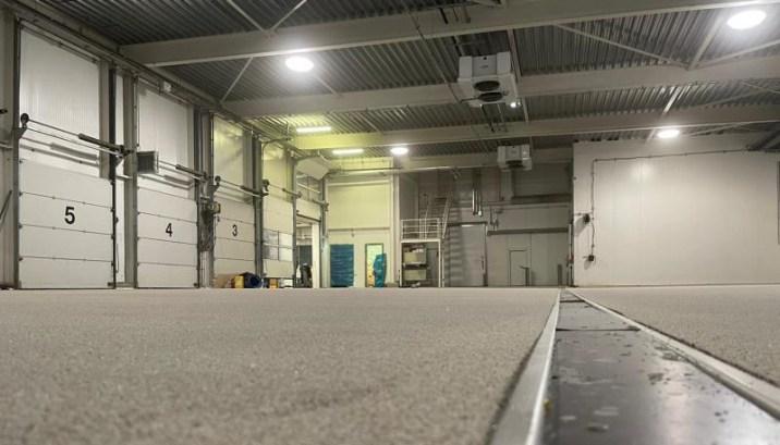 Antislip uitgevoerde renovatievloer met RVS goot
