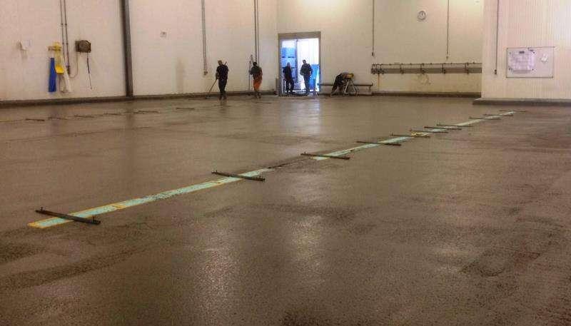 Nieuwe betonvloer en afschotvloer