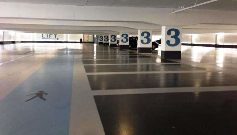 Parkeerdek vloer na snelle renovatie