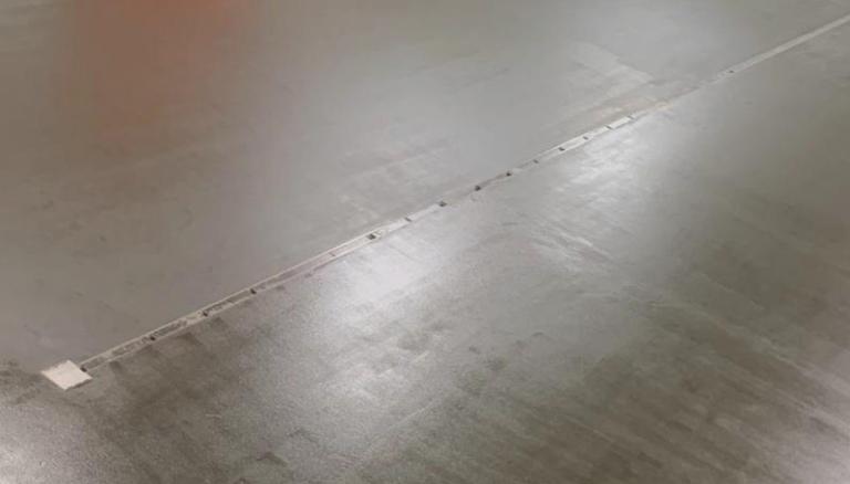 Resultaat antislip renovatievloer met pakgoot