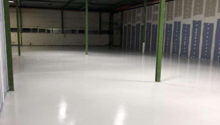 Opgeleverde renovatievloer voor laboratorium