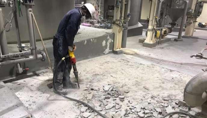 Pneumatisch hakken tot op de gezonde constructievloer